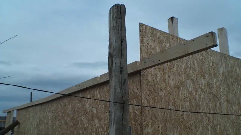 Продолжаю строить гараж для этого клею балки для крепления стропил из сосновых досок Своими руками