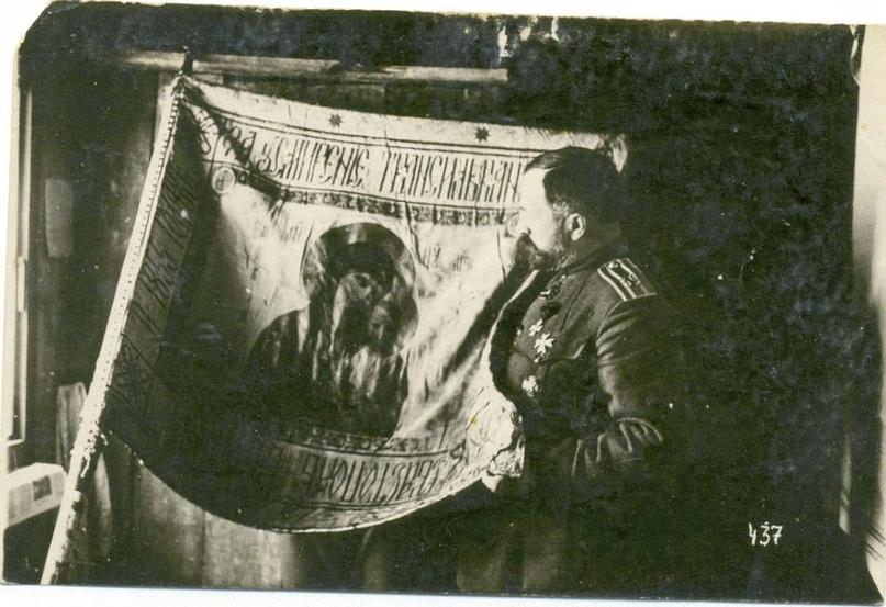 Командир 39-го томского полка со знаменем