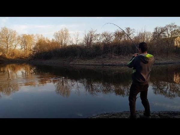 ТРОФЕЙНАЯ ЩУКА У ДОМА НА СПИННИНГ Весеняя ловля щуки на блесну рядом с домом в небольшом озере
