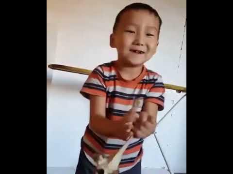 Мальчик из Бурятии показал мастер-класс по разбиванию хребтовой кости