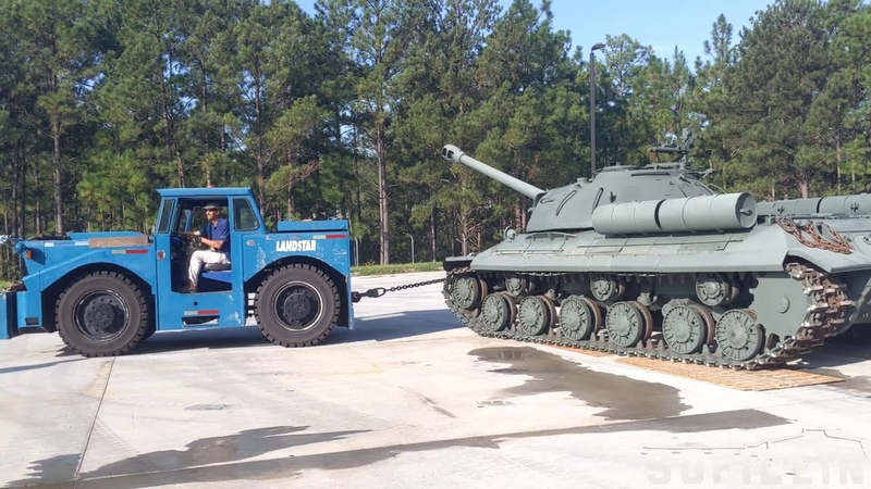 Ис - 3 в музее. Towing the IS-3M Soviet heavy tank into the new building at NACC Ft. Benning